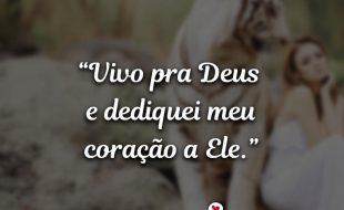 Frases de Deus: Vivo pra Deus e dediquei meu coração.